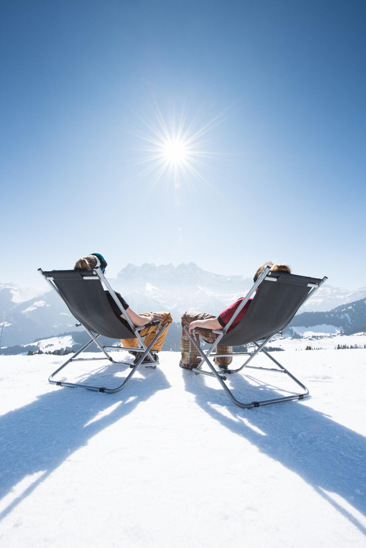 Entspannen Sie sich auf einer der Sonnenterrassen unserer zahlreichen Restaurants am Rande der Pisten.
