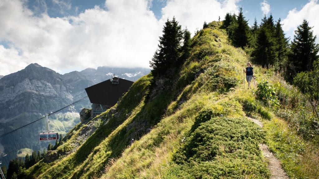 Le téléphérique de Champéry vous emmènera au sommet de La Croix de Culet au départ de nombreux sentiers pédestres à 2000m d'altitude.